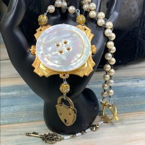 ⭐️Adorned Crown pearl button lock necklace